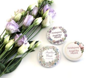 Przypinki ślubne z motywem kwiatowym
